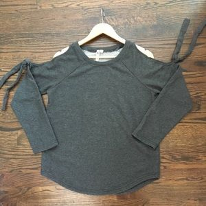 Cable and Gauge Gray Sweater Cold Shoulder Size M